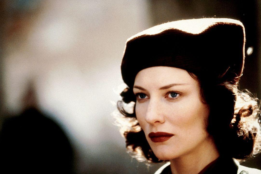 Die junge Schottin Charlotte Gray (Cate Blanchett) verliebt sich im Zweiten Weltkrieg in den Soldaten Peter Gregory, der jedoch bald zum Kriegseinsa... - Bildquelle: Warner Bros.