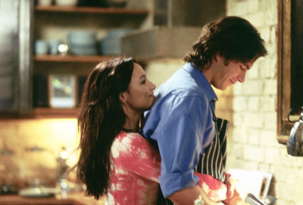 Nach einer unglücklichen Beziehung lernt die Flamenco-Tänzerin Carmen (Natalia Verbeke, l.) den gut situierten Barnaby (James D'Arcy, r.) kennen,...