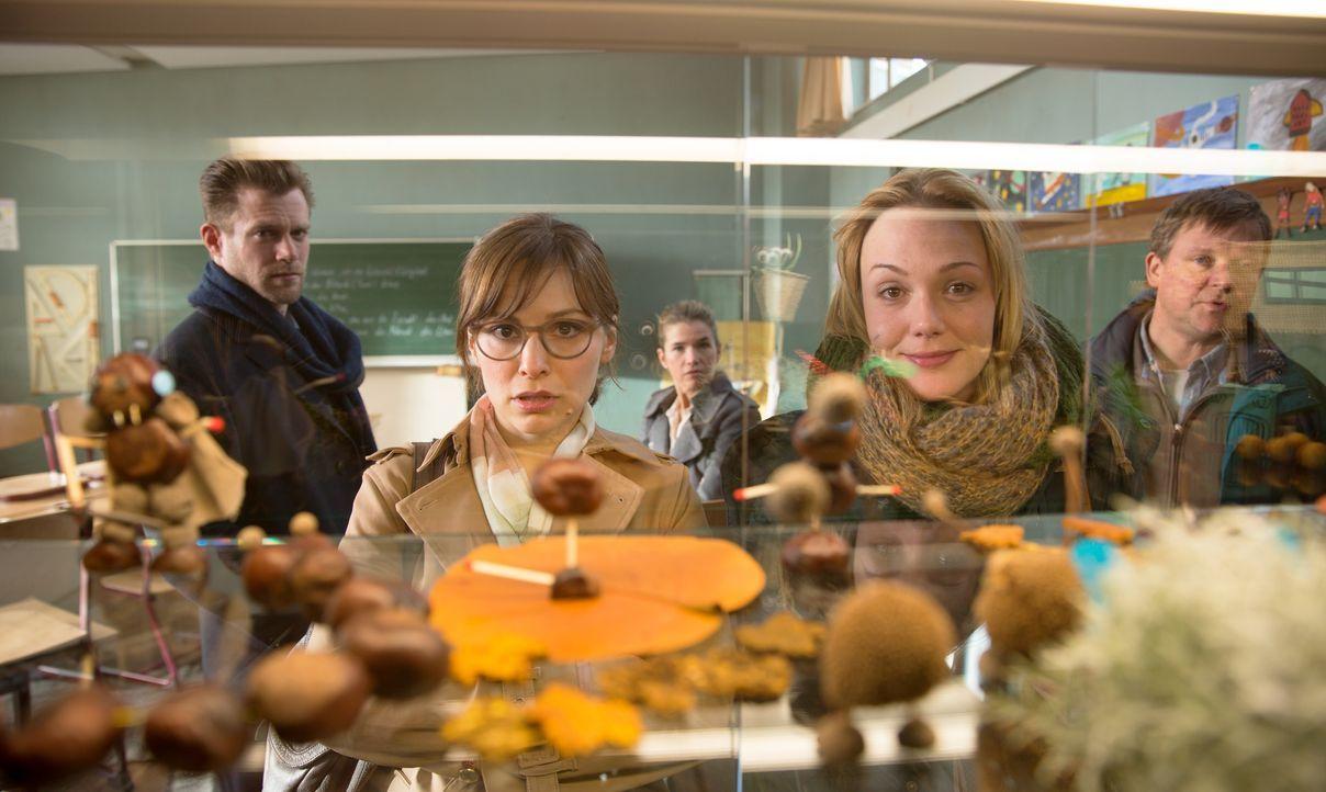 (v.l.n.r.) Patrick Jeskow (Ken Duken); Marina Jeskow (Mina Tander); Jessica Höfel (Anke Engelke); Katja Grabowski (Alwara Höfels); Wolf Heider (Just... - Bildquelle: CONSTANTIN FILM VERLEIH GMBH