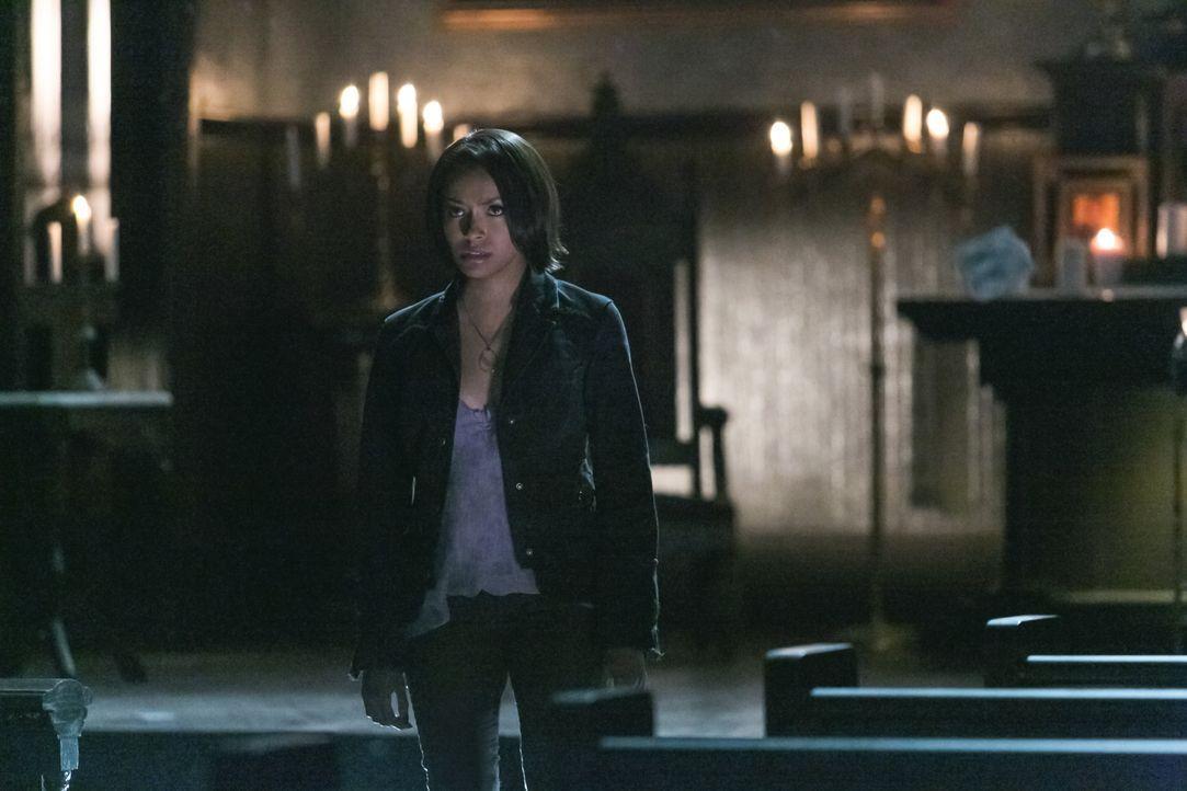 Bonnie erledigt ihre Pflichten als Anker - Bildquelle: Warner Bros. Entertainment Inc.