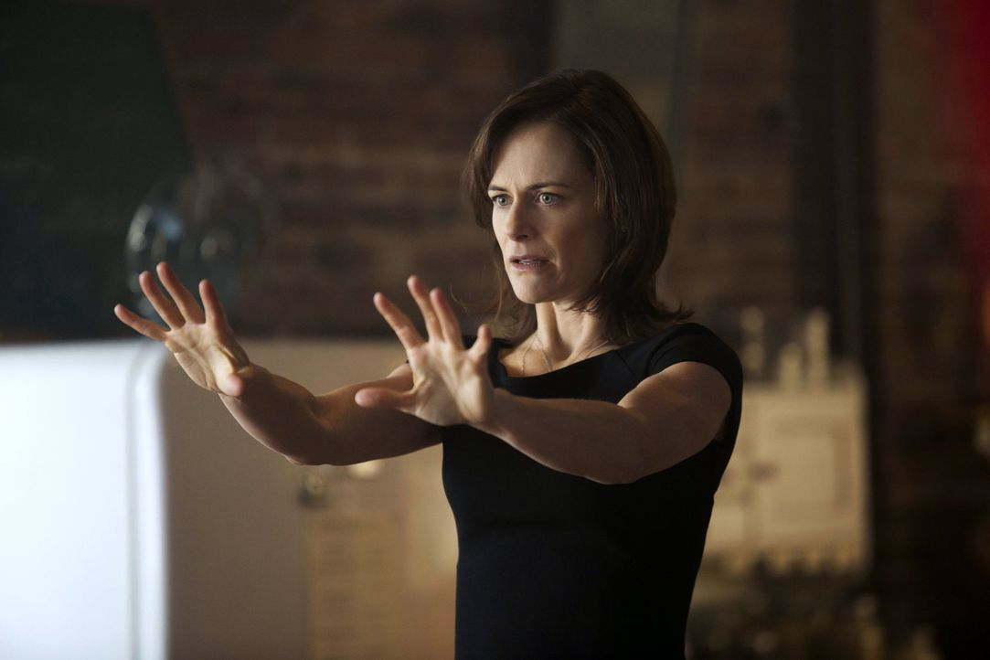 Marla (Sarah Clarke) offenbart einige Geheimnisse über die Familie und sich selber ... - Bildquelle: Warner Bros. Entertainment, Inc