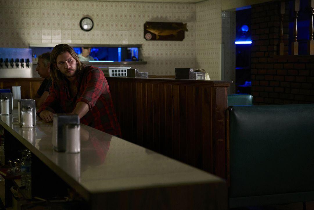 Clay (Greyston Holt) versammelt Wölfe aus dem neuen Rudel auf Stonehaven, ohne zu ahnen, dass unter ihnen ein Verräter ist ... - Bildquelle: 2016 She-Wolf Season 3 Productions Inc.