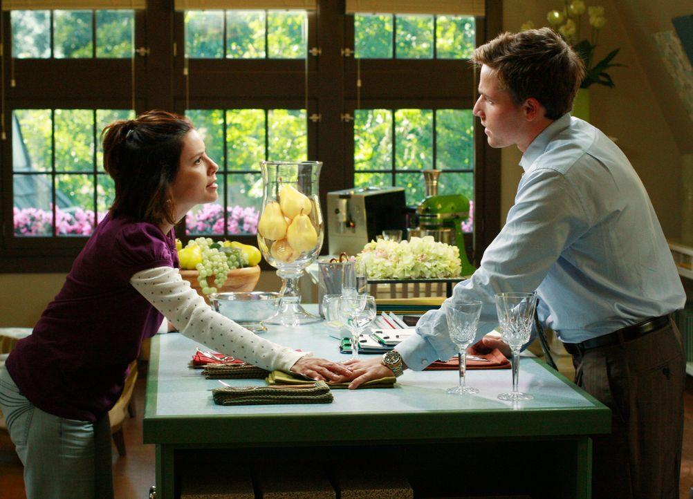 Um ihre Hypothek bezahlen zu können, müssen Gabrielle (Eva Longoria, l.) und Carlos ihr teures Auto verkaufen. Als Ersatz erwerben sie Andrews (Shaw... - Bildquelle: ABC Studios