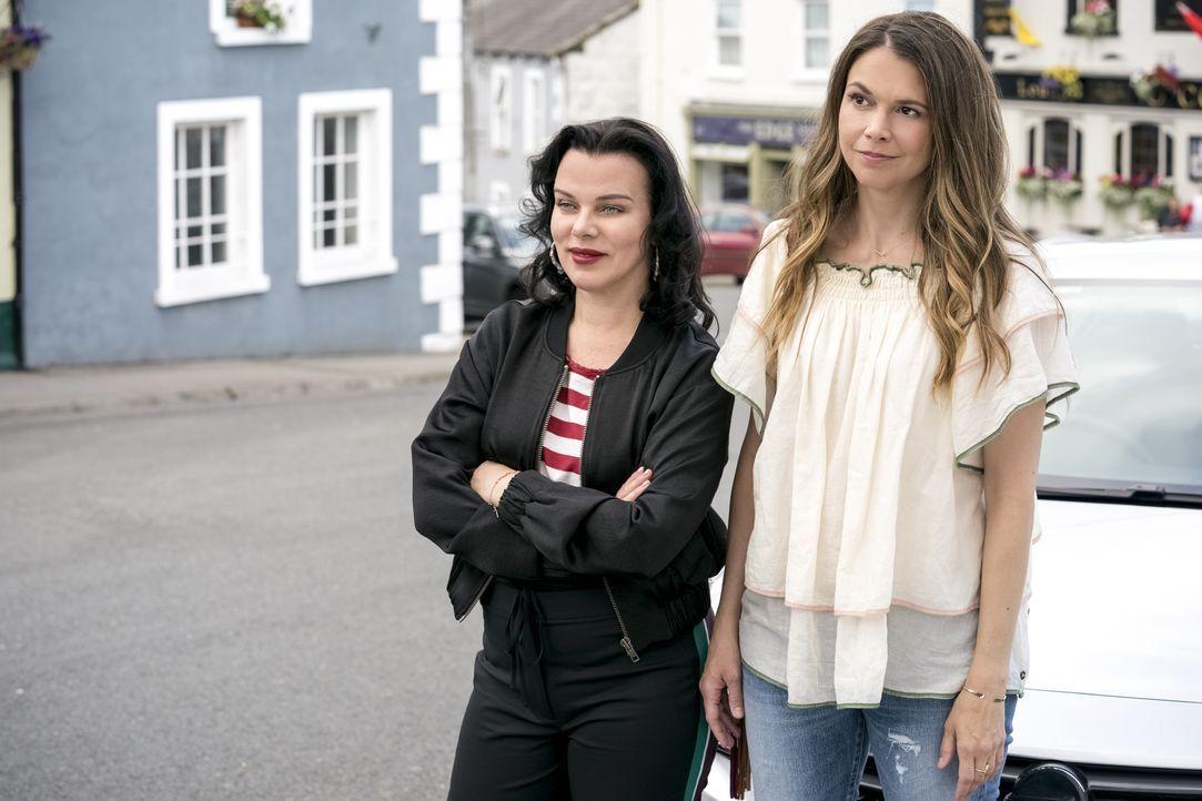 Maggie (Debi Mazar, l.); Liza (Sutton Foster, r.) - Bildquelle: Hudson Street Productions Inc 2017