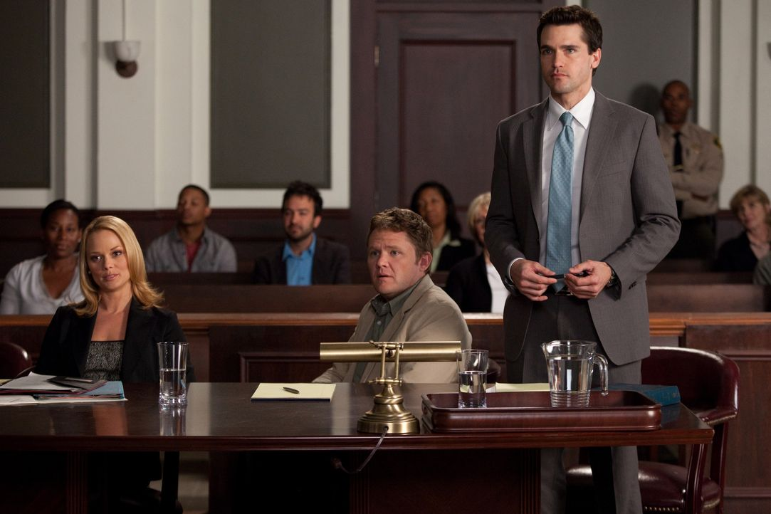 Verrückt: Ein Ex-Ehepaar streitet sich vor Gericht um das Sorgerecht für ihren Hausaffen. Kim (Kate Levering, l.) und Grayson (Jackson Hurst, r.)... - Bildquelle: 2009 Sony Pictures Television Inc. All Rights Reserved.