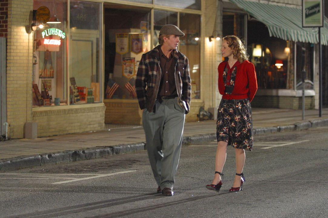 Noah und Allie lernen sich auf einem Jahrmarkt kennen und Noah (Ryan Gosling, l.) versucht alles um mit der hübschen Allie (Rachel McAdams, r.) aus... - Bildquelle: Warner Brothers International Television