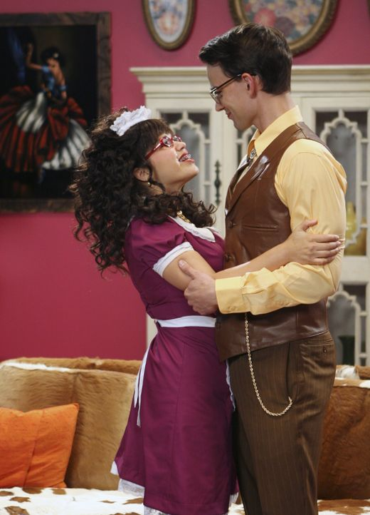 Betty (America Ferrera, l.) weigert sie sich einzugestehen, dass Henrys (Christopher Gorham, r.) Abschied sie tief erschüttert ... - Bildquelle: Buena Vista International Television