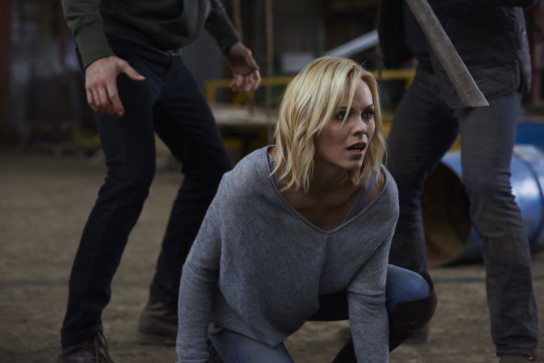 Nach und nach wird Elena (Laura Vandervoort) bewusst, dass mit Clay etwas nicht stimmt ... - Bildquelle: 2015 She-Wolf Season 2 Productions Inc.
