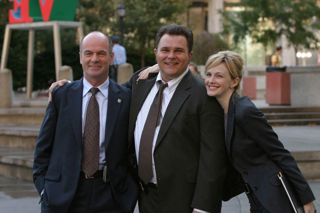 Wollen klären, ob Lauries Tod wirklich ein Unfall war: John (John Finn, l.), Nick (Jeremy Ratchford, M.) und Lilly (Kathryn Morris, r.) ... - Bildquelle: Warner Bros. Television