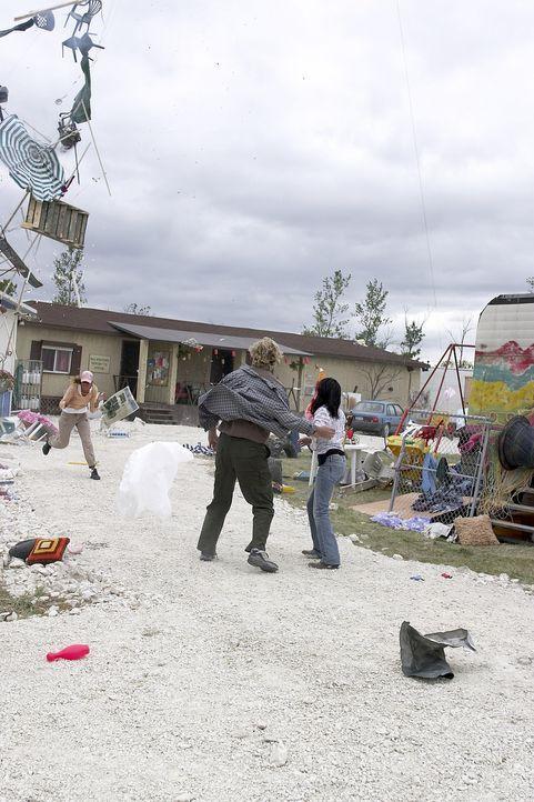 Als Hurrikan Eduardo auf New York zurast, entsteht eine gewaltige Sturmwelle, die die Freiheitsstatue zu Fall bringt und Tausende von Menschen mit s... - Bildquelle: 2006 RHI Entertainment Distribution, LLC