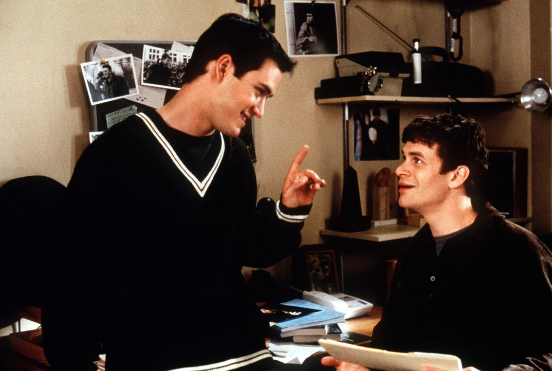 Cooper (Mark-Paul Gosselaar) weiß, wie er und sein Zimmergenosse Josh (Tom Everett Scott) das Semester schaffen könnten ... - Bildquelle: Paramount Pictures