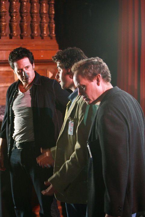 Um herauszufinden, wie Talma auf offener Bühne verschwunden ist, müssen Larry (Peter MacNicol, r.), Don (Rob Morrow, l.), Charlie (David Krumholtz,... - Bildquelle: Paramount Network Television