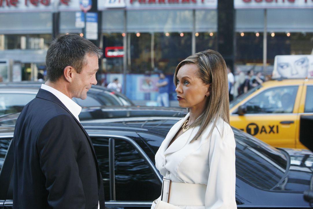 Wilhelmina (Vanessa Williams, r.) will einen neuen Prokuristen (Grant Bowler, l.) bei MODE einstellen, den Daniel nicht ertragen kann ... - Bildquelle: 2008   ABC Studios