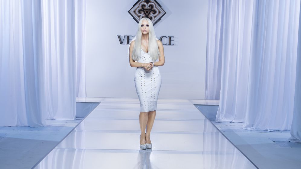 House of Versace - Ein Leben für die Mode - Bildquelle: 2013 Lifetime Entertainment Services, LLC. All rights reserved.