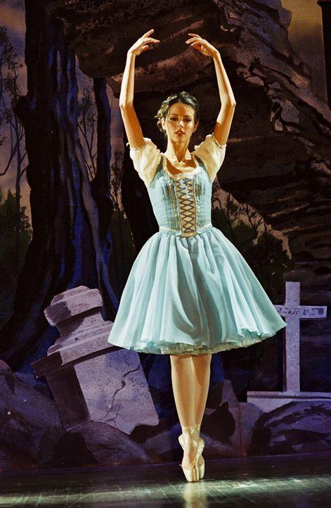 Angel überrascht seine Freunde mit Karten für ein klassisches Ballett. Doch etwas ist merkwürdig an dieser Vorstellung: Die Tänzer sind dieselben, d... - Bildquelle: 20th Century Fox. All Rights Reserved.