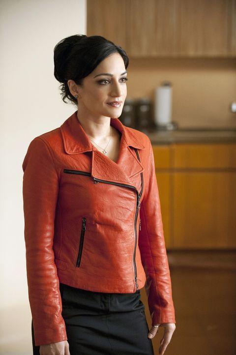 Kalinda (Archie Panjabi) hält Will, der eine sechsmonatige Suspendierung in Kauf nehmen muss, auf dem Laufenden. - Bildquelle: 2011 CBS Broadcasting Inc. All Rights Reserved.