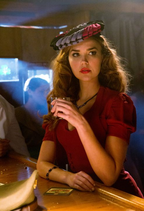 Lexi in der Bar - Bildquelle: Warner Bros. Entertainment Inc.