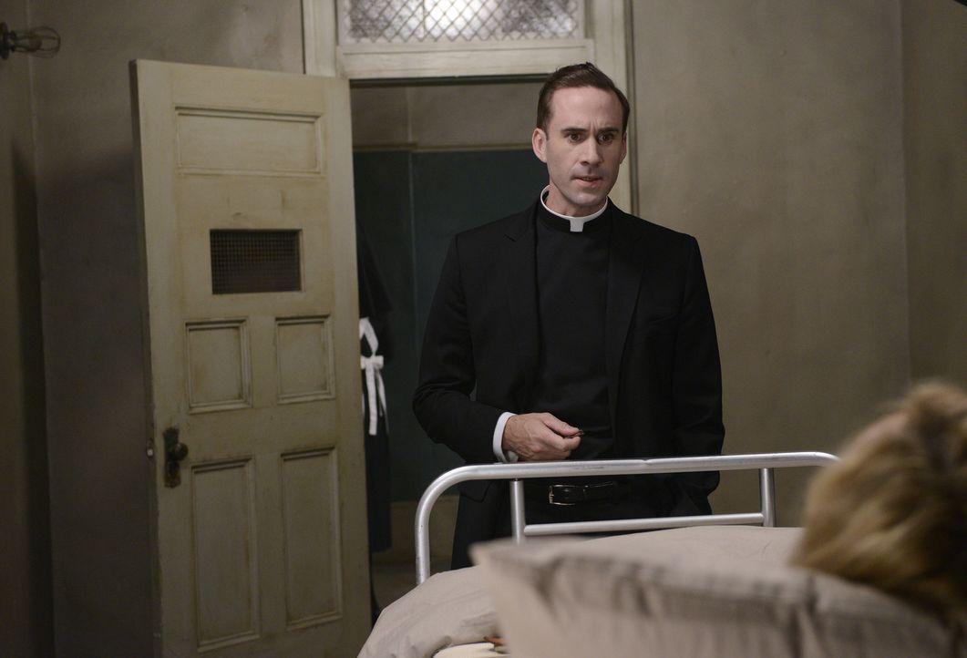 Jahr 1964: Monsignor Timothy Howard (Joseph Fiennes, l.) hat einen ganz besonderen Besucher für Schwester Jude Martin (Jessica Lange, r.) dabei ...