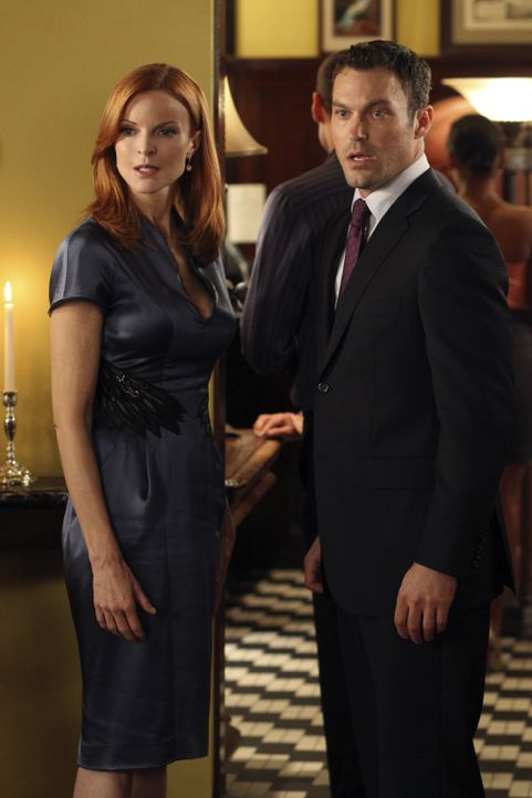Keith (Brian Austin Green, r.) hat sich für Bree (Marcia Cross, l.) was ganz besonderes einfallen lassen, doch leider wird sein Vorhaben ständig ges... - Bildquelle: ABC Studios