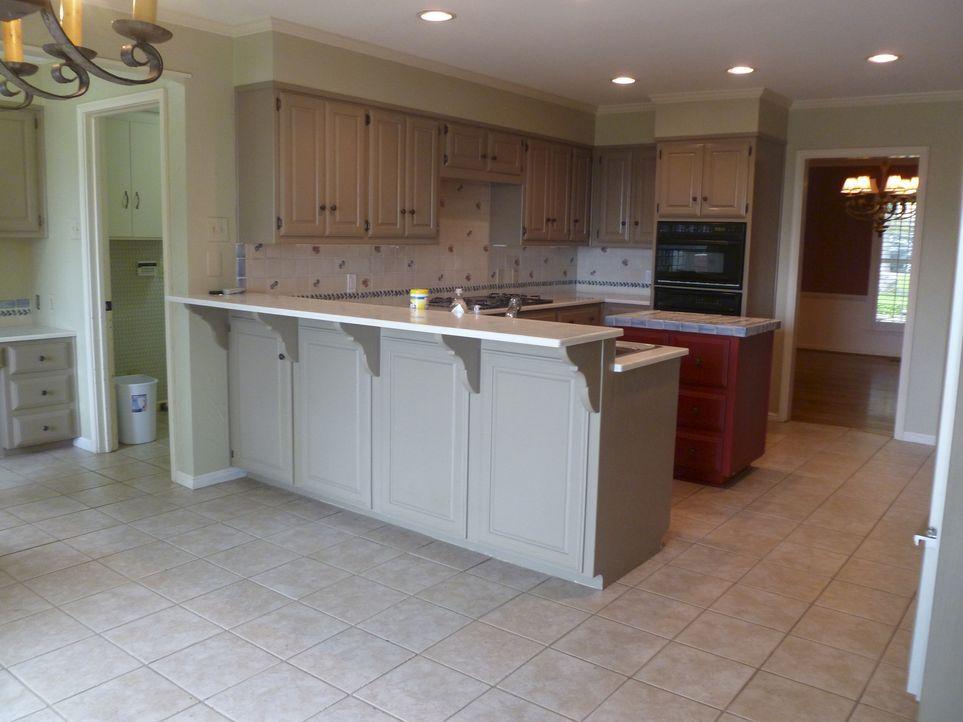 In dieser Küche möchte keiner mehr Kochen, doch mit einigen geschulten Handgriffen wird daraus ein wahrer Koch-Traum ... - Bildquelle: 2014, HGTV/ Scripps Networks, LLC.  All Rights Reserved.