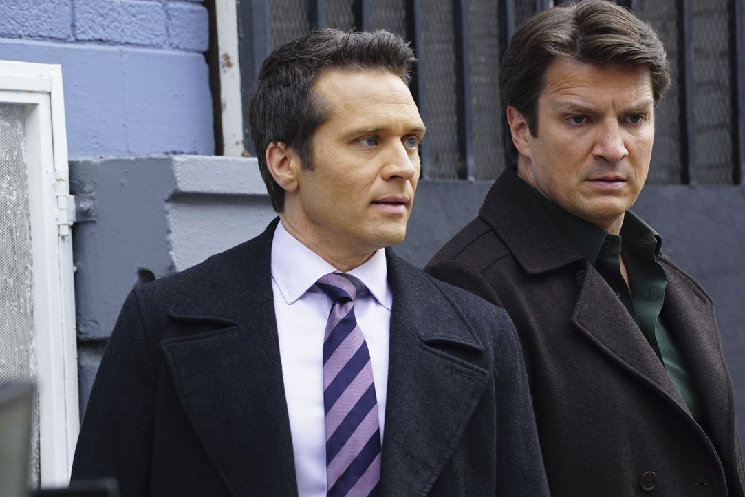 Castle (Nathan Fillion, r.) und Ryan (Seamus Dever, l.) sind beunruhigt, als eine alte Flamme von Esposito kurzzeitig aus dem Gefängnis entlassen wi... - Bildquelle: Richard Cartwright 2016 American Broadcasting Companies, Inc. All rights reserved. / Richard Cartwright
