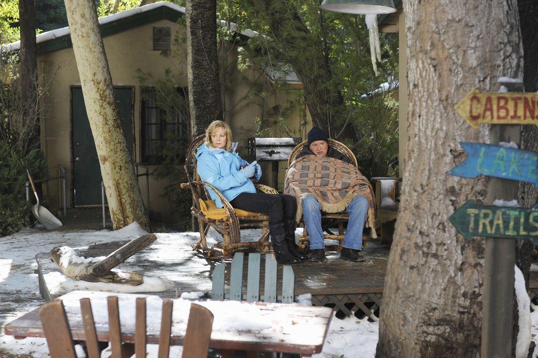Versuchen ihren Urlaub zu genießen: Regina (Jean Smart, l.) und Howard (Kevin Dunn, r.) ... - Bildquelle: 2008 American Broadcasting Companies, Inc. All rights reserved.