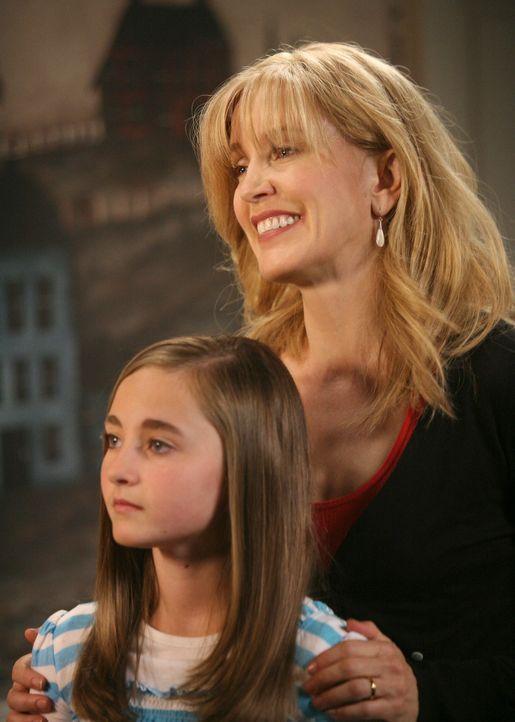 Lynette (Felicity Huffman, r.) findet heraus, dass Kayla (Rachel Fox, l.) ihre beiden Söhne angestiftet hat, den Brand bei Rick zu legen und sieht n... - Bildquelle: ABC Studios