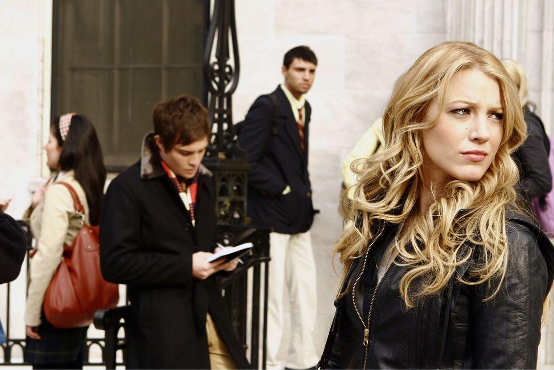 Steckt Chuck (Ed Westwick, l.) hinter den Geschenken, die Serena (Blake Lively, r.) bekommt? Und wenn ja, was bezweckt der smarte, junge Mann damit? - Bildquelle: Warner Bros. Television