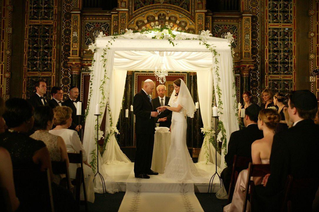 Der große Tag ist da: Harry (Evan Handler, l.) und Charlotte (Kristin Davis, r.) ... - Bildquelle: Paramount Pictures
