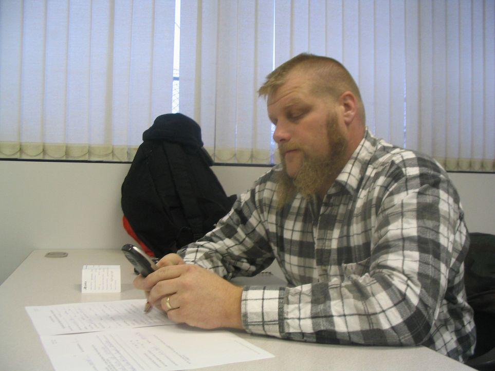 Vorab muss Mike Grefer in Kanada noch einen Lkw-Führerschein machen. Doch die Prüfungsfragen stellen sein Englisch auf eine harte Probe! - Bildquelle: kabel eins