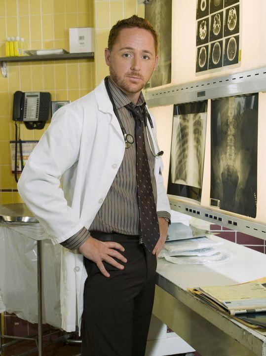 (15. Staffel) - Stets im Einsatz, um Leben zu retten: Dr. Morris (Scott Grimes) ... - Bildquelle: Warner Bros. Television
