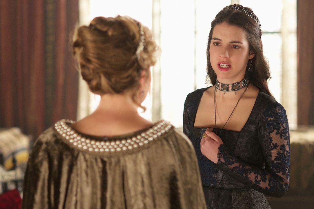 Sie gibt zu, dass sie Schuld auf sich geladen hat, doch Mary (Adelaide Kane, hinten) lässt sich von Catherine (Megan Follows, vorne) nicht kleinkrie... - Bildquelle: Sven Frenzel 2014 The CW Network, LLC. All rights reserved.