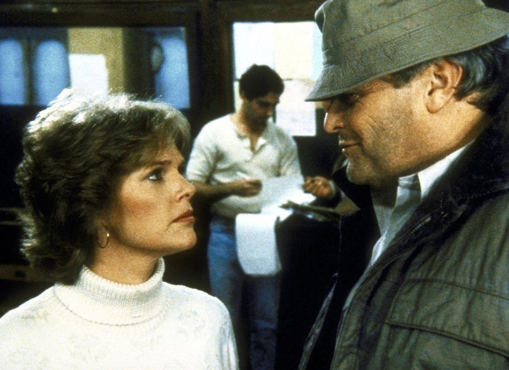 Cagney (Sharon Gless, l.) findet den Kopfgeldjäger Michael Magruder (Brian Dennehy) gar nicht sympathisch. - Bildquelle: ORION PICTURES CORPORATION. ALL RIGHTS RESERVED.