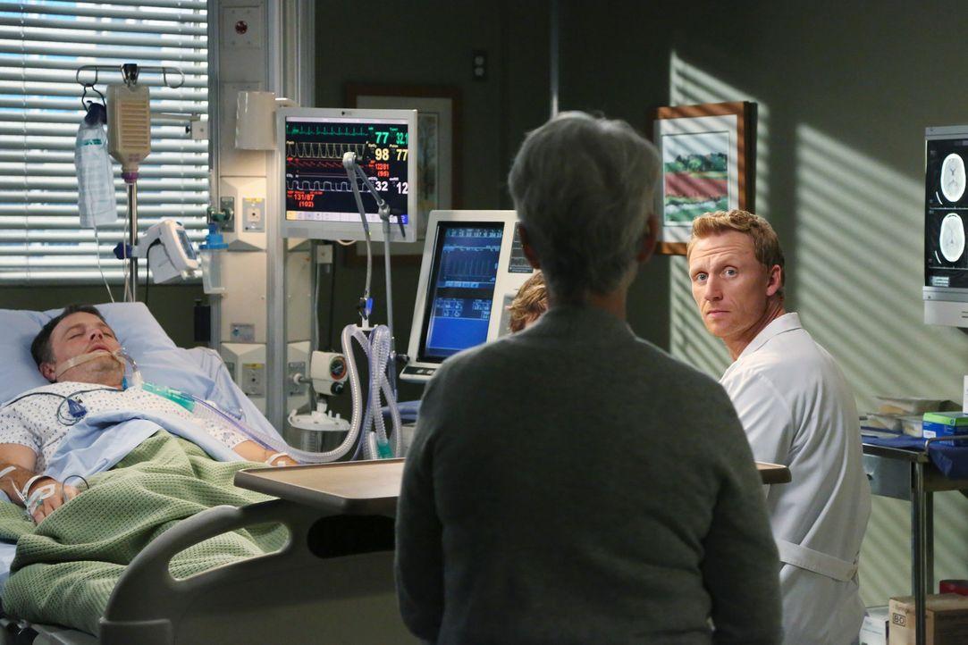 Als Paul Dawson (Michael Bale, l.) endlich aus seinem Koma erwacht, kann Owen (Kevin McKidd, r.) nur bedingt sein Glück mit Nancy (Jennifer Bassey,... - Bildquelle: ABC Studios