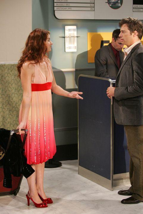 Will und Grace (Debra Messing, l.) beschließen, übers Wochenende nach London zu fliegen. Im Flugzeug treffen sie auf Leo (Harry Connick Jr., r.) mit... - Bildquelle: NBC Productions