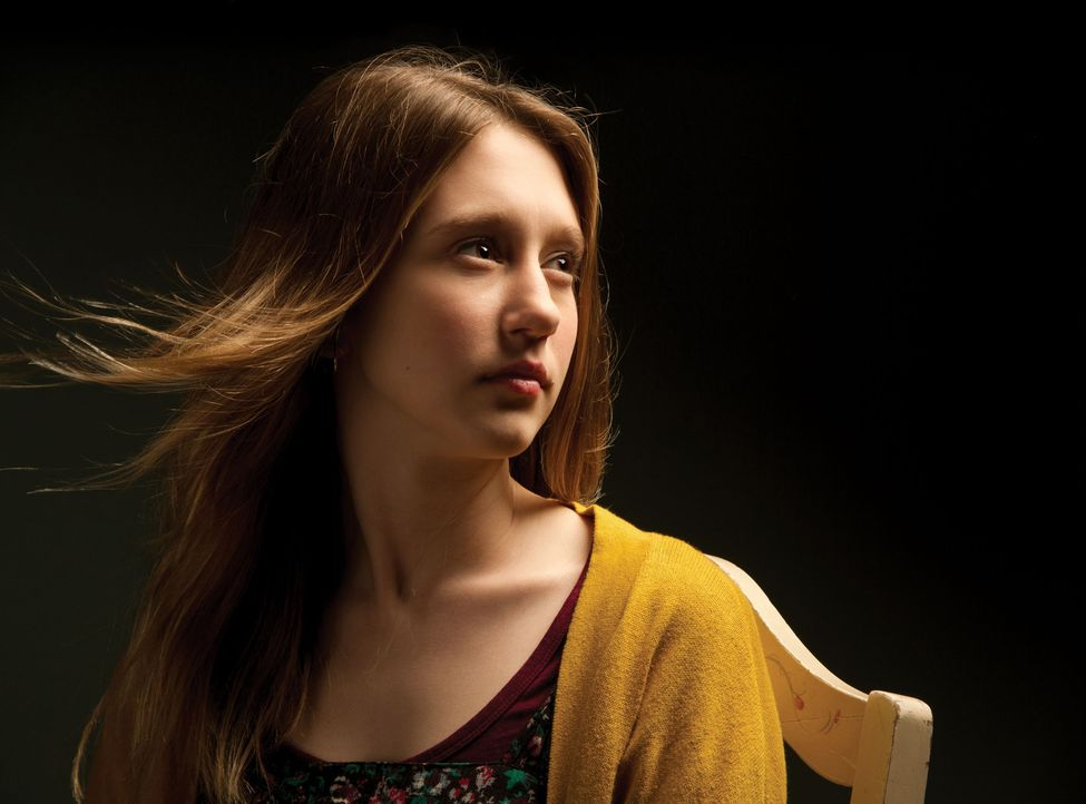 Taissa Farmig ist Violet  - Bildquelle: 2011 Twentieth Century Fox Film Corporation. All rights reserved.