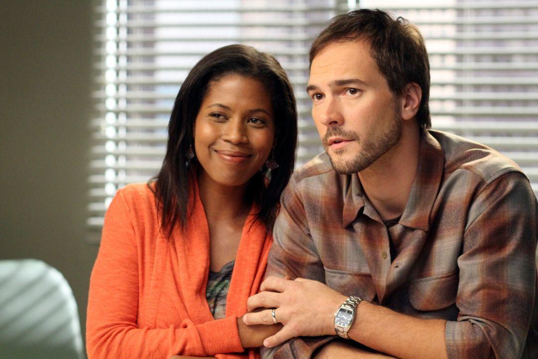 Machen sich Sorgen um ihr 4 Monate altes Baby: Leanne (Dalila Ali Rajah, l.) und Martin (Michael Medico, r.) ... - Bildquelle: ABC Studios