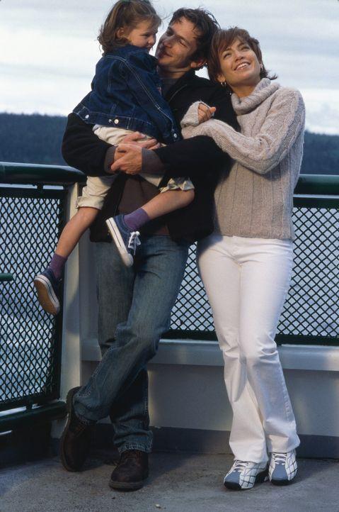 Mit Joe (Dan Futterman, M.) können Gracie (Tessa Allen , l.) und Slim (Jennifer Lopez, r.) endlich ein neues Leben beginnen ... - Bildquelle: 2003 Sony Pictures Television International