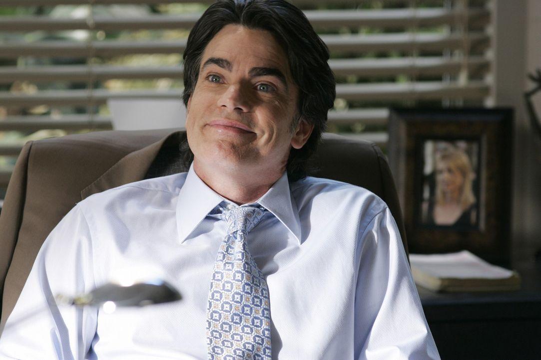 Während Sandy (Peter Gallagher) seinen Sohn Seth schon in Berkeley sieht, wo auch er studiert hat, macht dieser sich seine ganz eigenen Gedanken, d... - Bildquelle: Warner Bros. Television