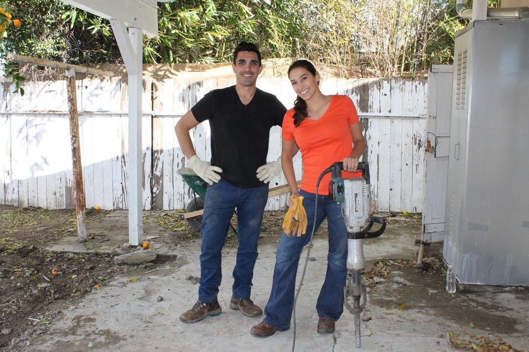 Da der Garten von Michel (l.) und Rebecca eine Gefahr für ihre Kinder darstellt, bitten sie Sara (r.) um Hilfe, die den Garten in einen sicheren Ort... - Bildquelle: 2013, DIY Network/Scripps Networks, L.L.C. All rights Reserved
