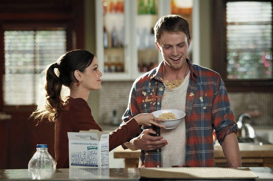 Nachdem Wade (Wilson Bethel, r.) mehr oder weniger Schuld an der Trennung von Judson und Zoe (Rachel Bilson, l.) ist, herrscht zwischen ihm und Zoe... - Bildquelle: Warner Bros.
