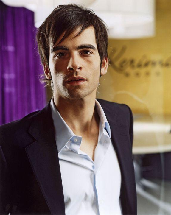David Seidel (Mathis Künzler) ist der gut aussehende Junior-Chef der Berliner Modefirma und im internationalen Jet-Set zu Hause. Er liebt das Leben... - Bildquelle: Wolfgang Wilde SAT.1 / Wolfgang Wilde