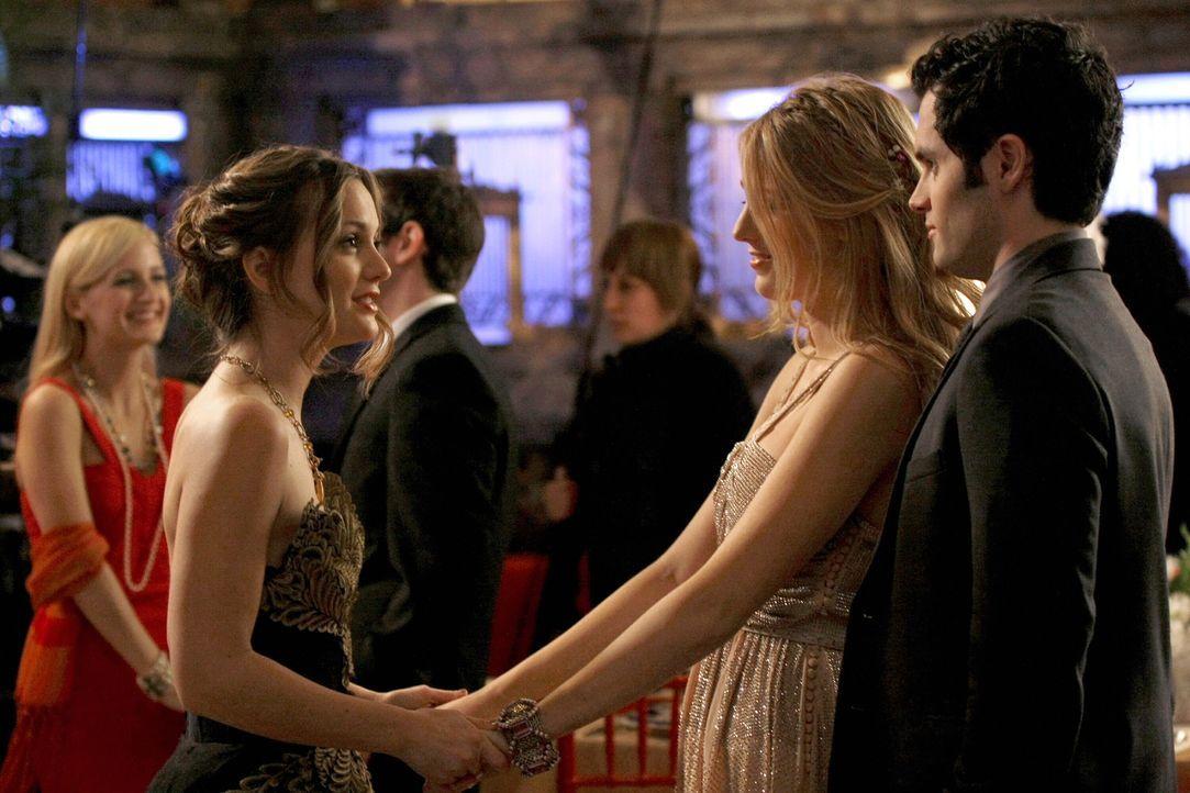 Serena (Blake Lively, M.) ist sich ganz sicher, dass ihre beste Freundin Blair (Leighton Meester, l.) Ballkönigin wird. Dan (Penn Badgley, r.) hinge... - Bildquelle: Warner Brothers