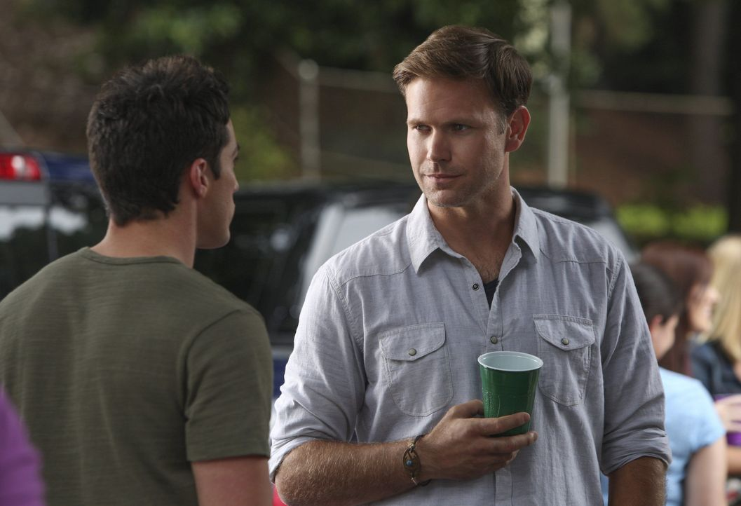 Szenenbilder Staffel 6: Tyler im Gespräch mit Alaric - Bildquelle: Warner
