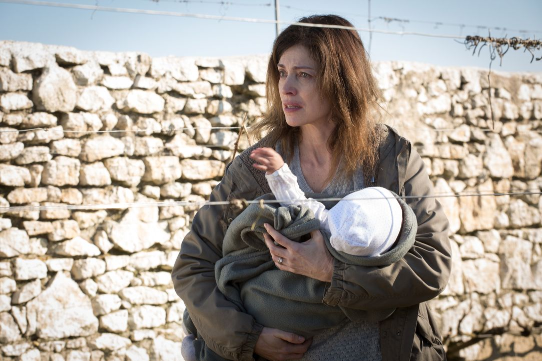 Als Karine Corbin (Dorothée Briere) das Baby der verletzten Frau vom Straßenrand aus dem Krankenhaus stiehlt, fasst sie einen grausigen Plan ... - Bildquelle: Eloïse Legay 2016 BEAUBOURG AUDIOVISUEL