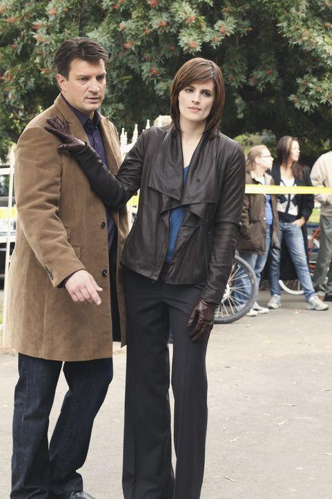 Ist Kate Beckett (Stana Katic, r.) tatsächlich eifersüchtig weil Richard Castle (Nathan Fillion, l.) eine Schwäche für die FBI-Agentin Jordan Shaw z... - Bildquelle: ABC Studios