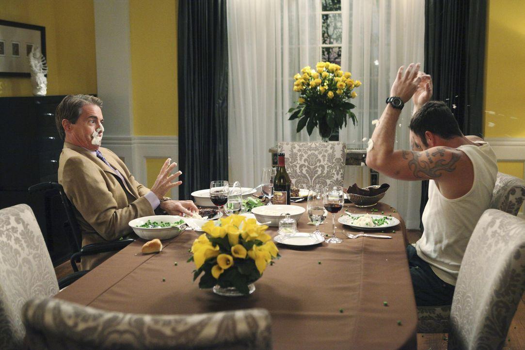Geraten wegen Bree aneinander: Orson (Kyle MacLachlan, l.) und Keith (Brian Austin Green, r.) ... - Bildquelle: ABC Studios